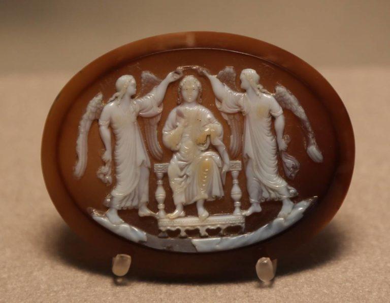 Камея с изображением апофеоза светского правителя