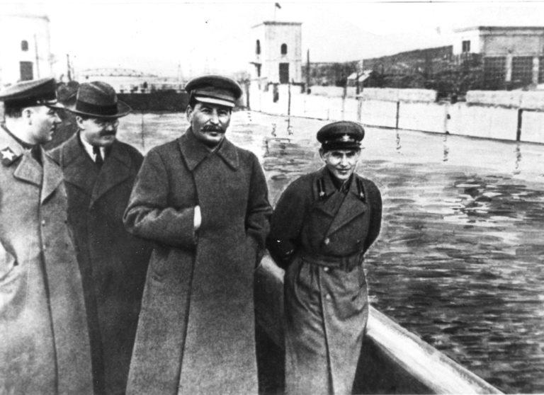 Клим Ворошилов, Вячеслав Молотов, Иосиф Сталин и Николай Ежов на канале Москва–Волга. 22 апреля 1937 г.