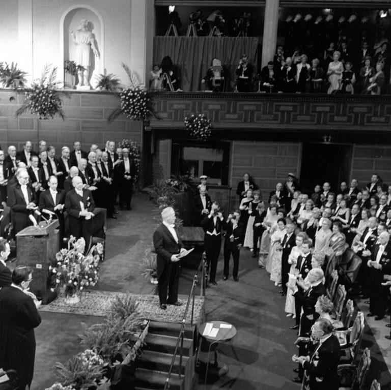 Михаил Шолохов читает нобелевскую речь. 1965