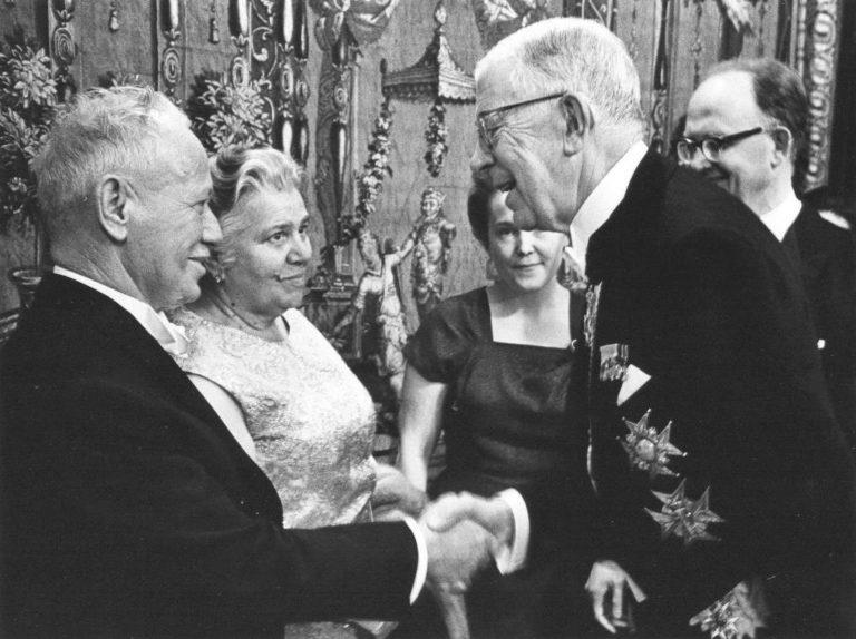 Михаил Шолохов на вручении Нобелевской премии. 1965