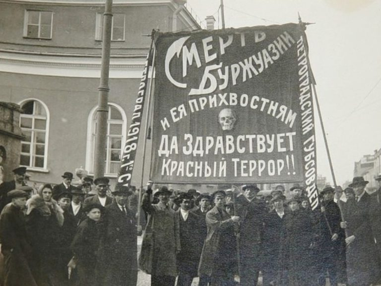 Митинг в поддержку красного террора в Петрограде. 1918