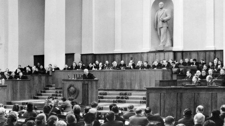Первый секретарь ЦК КПСС Никита Хрущев выступает на ХХ съезде КПСС в Кремле. 1956