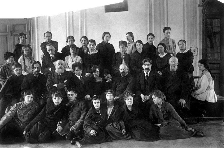 Петроградская 10-я трудовая школа им. Л.Д. Лентовской. Выпуск 1921
