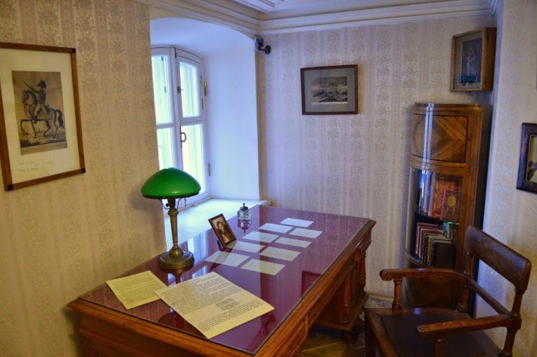 Письменный стол М. Цветаевой