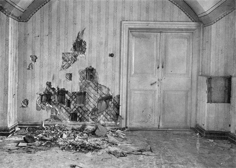 Подвал дома Ипатьева, где была расстреляна царская семья. Екатеринбург, 1918
