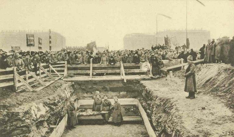 Похороны жертв Февральской революции на Марсовом поле. 1917