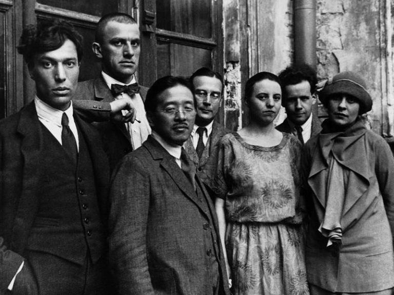 Слева направо: Б. Пастернак, В. Маяковский, Т. Найто, А. Вознесенский, О. Третьякова, С. Эйзенштейн, Л. Брик. 1924