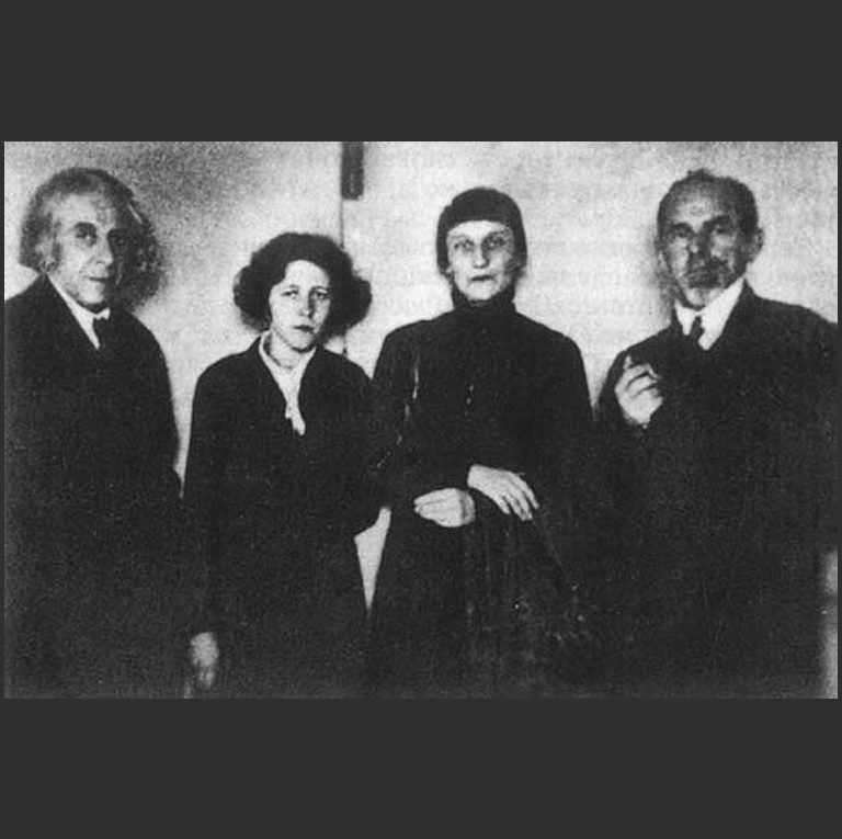 Слева направо: Г. Чулков, М. Петровых, А. Ахматова, О. Мандельштам. 1933