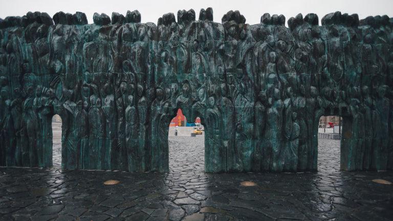«Стена скорби», памятник жертвам политических репрессий. Москва, 2017