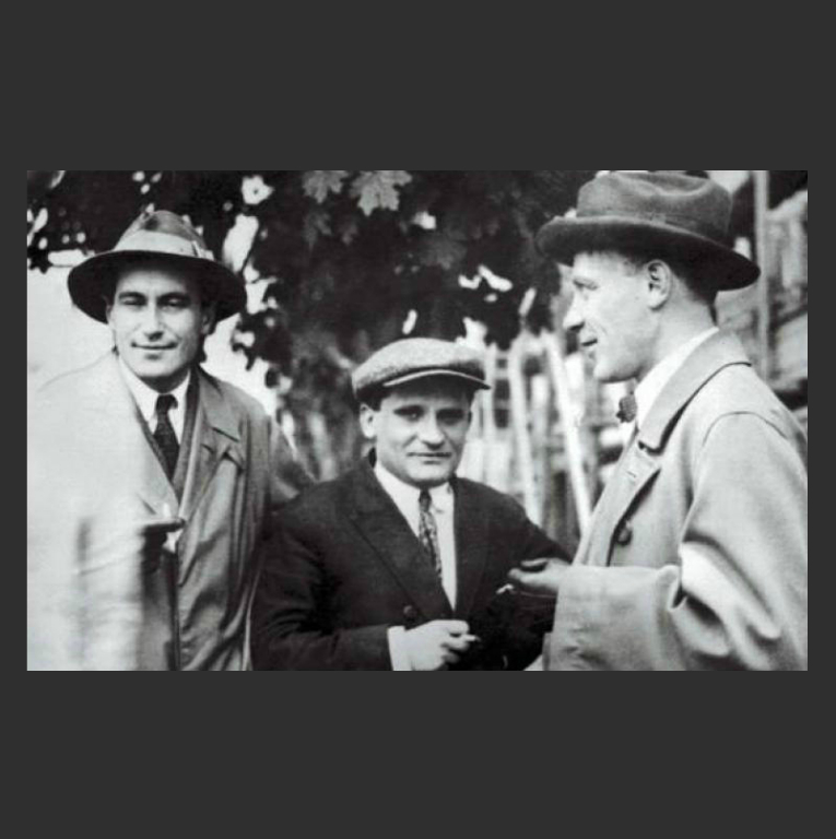 В. Катаев, Ю. Олеша и М. Булгаков. 1931