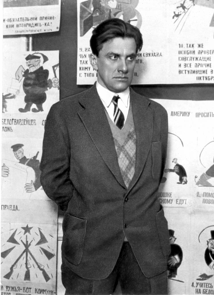 В. Маяковский на выставке «20 лет работы». 1930