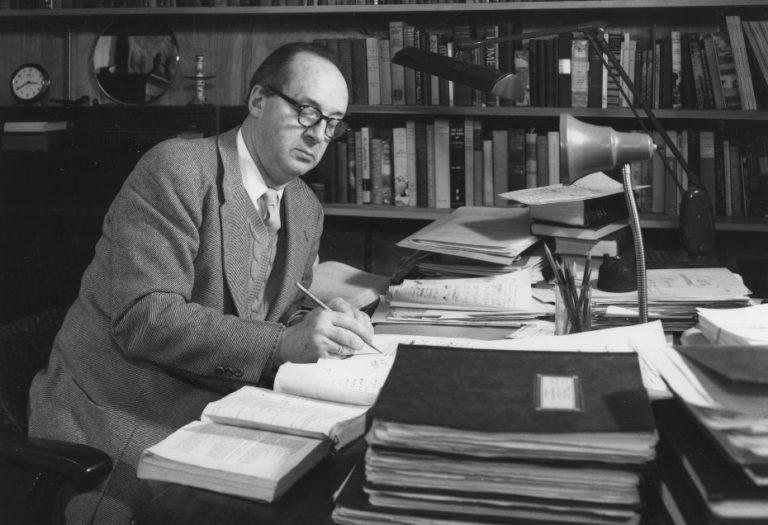 Владимир Набоков за работой. 1957