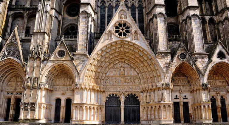 Западный фасад собора Сент-Этьен. XIII в.