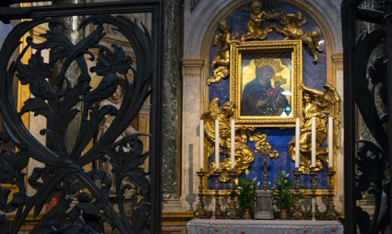 Алтарь капеллы Мадонны. Сиенский собор