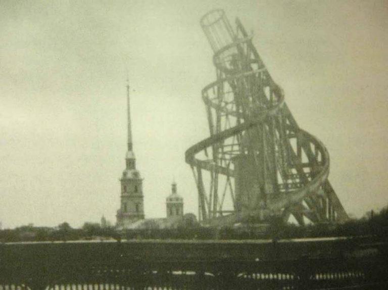 Башня Татлина на фоне Петропавловской крепости