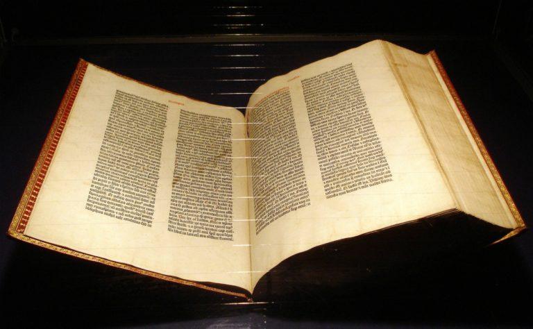 Библия, выпущенная немецким первопечатником Иоганном Гутенбергом. 1-я пол. 1450-х