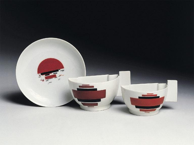 Чашки и блюдце, созданные по эскизам Казимира Малевича. 1923
