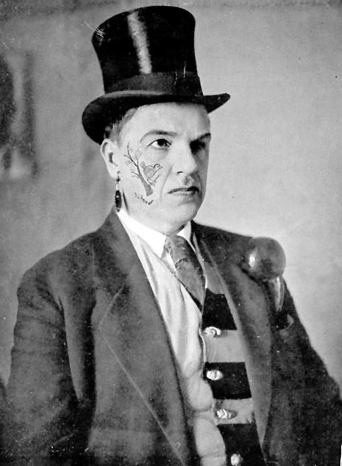 Давид Бурлюк в футуристическом гриме. 1910