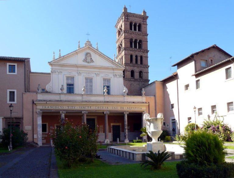 Фасад церкви Санта-Чечилия-ин-Трастевере. Рим