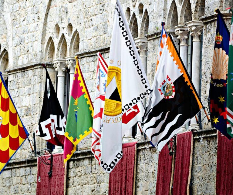 Флаги на сиенском Палио