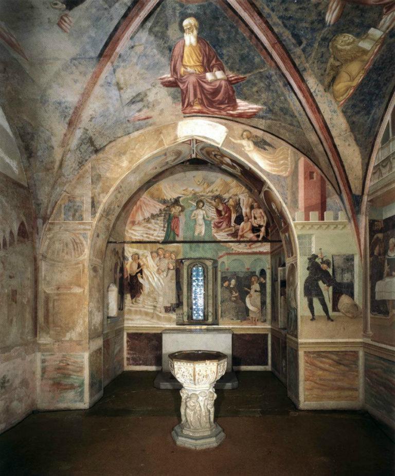 Интерьер баптистерия в Кастильоне Олона