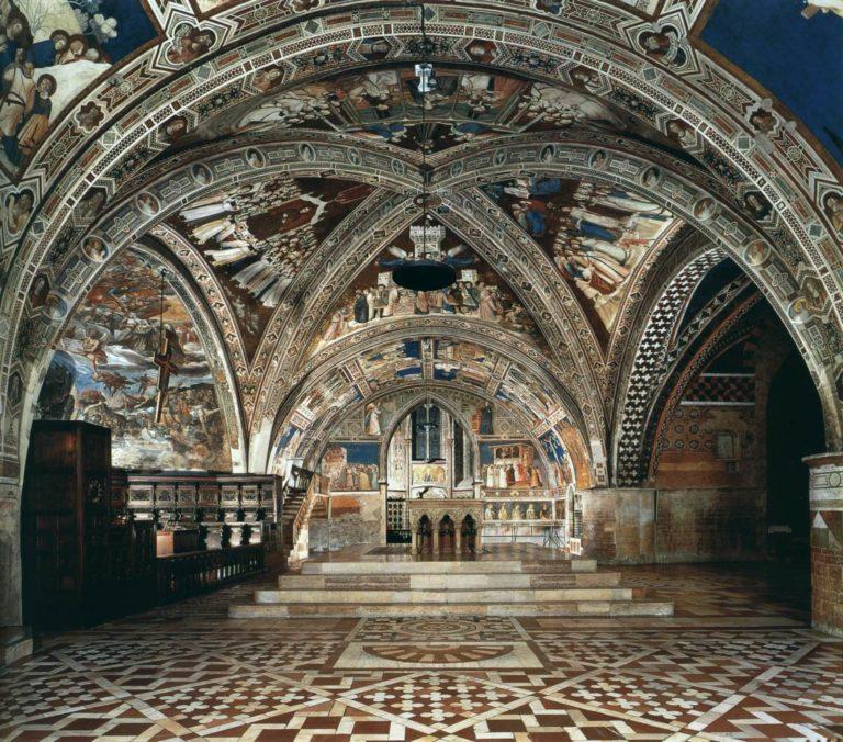 Интерьер нижней церкви Сан Франческо, Ассизи