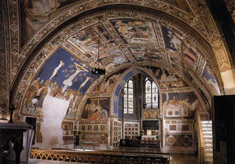 Интерьер нижней церкви Сан-Франческо в Ассизи