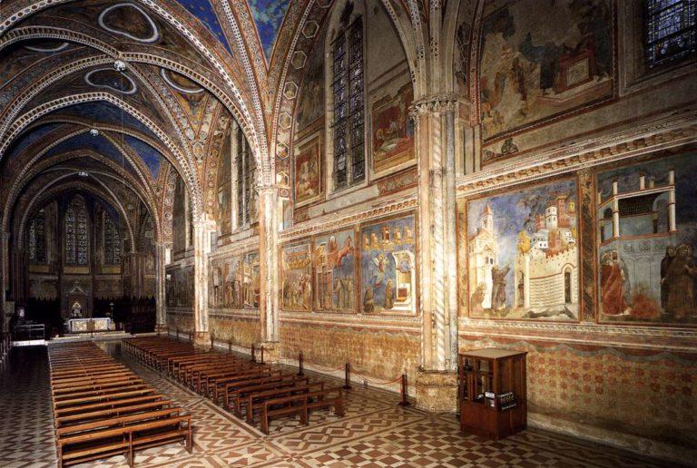 Интерьер верхней церкви Сан Франческо, Ассизи