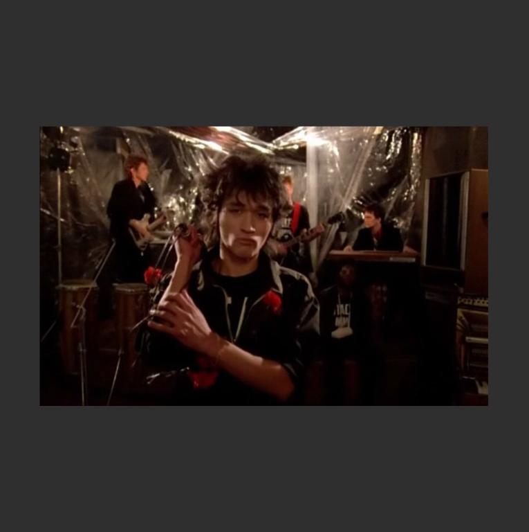 Виктор Цой – новый герой. Кадр из фильма «Асса». 1987