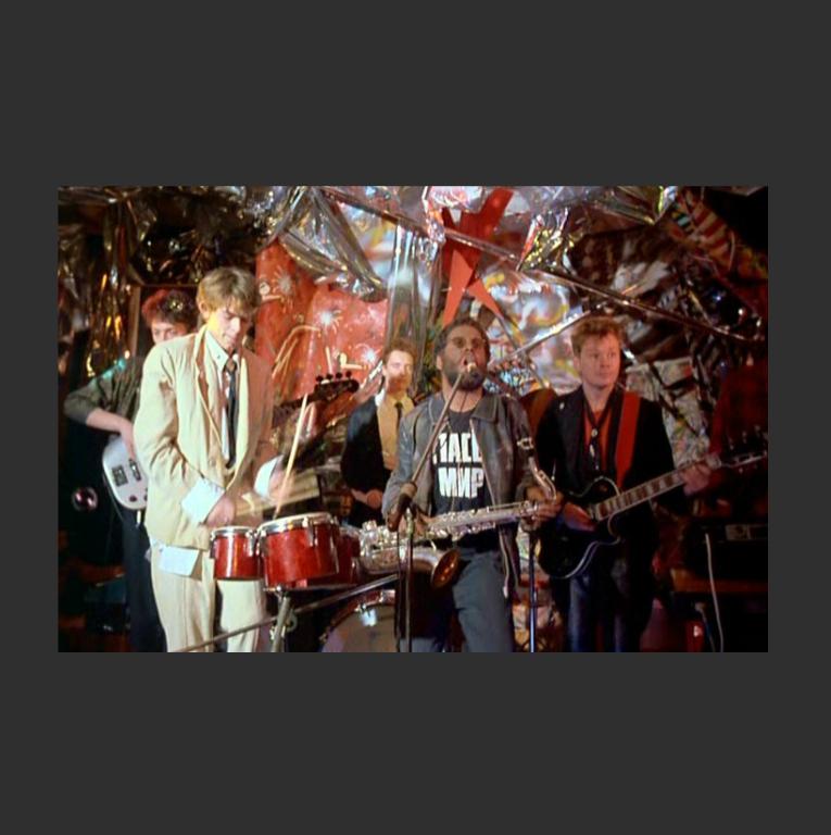 Сценическая инсталляция. Кадр из фильма «Асса». 1987