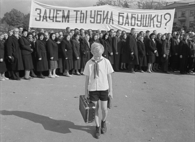 Кадр из фильма «Добро пожаловать, или посторонним вход воспрещен». 1964