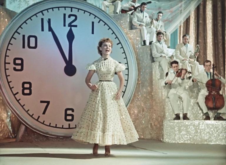 Кадр из фильма «Карнавальная ночь». 1956