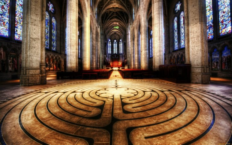 Лабиринт на полу Шартрского собора. 1205 г.