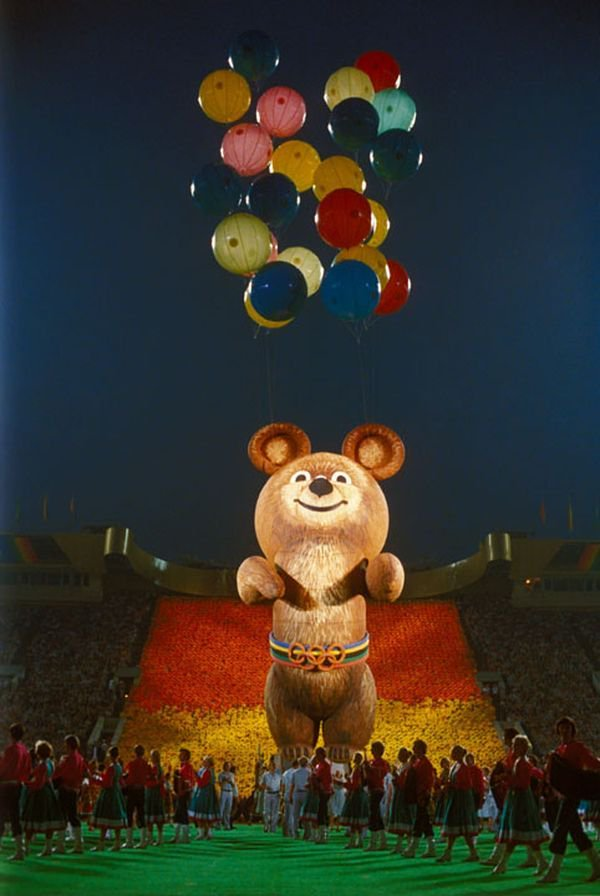Олимпийский Мишка. Фото с церемонии торжественного закрытия XXII Олимпийских игр. Москва, 1980