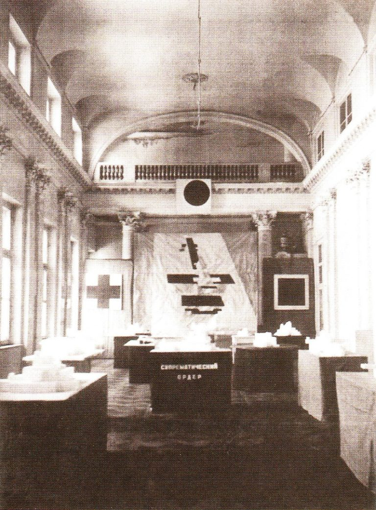 Отчётная выставка исследовательских отделов ГИНХУКа. Фрагмент экспозиции. Ленинград, 1926
