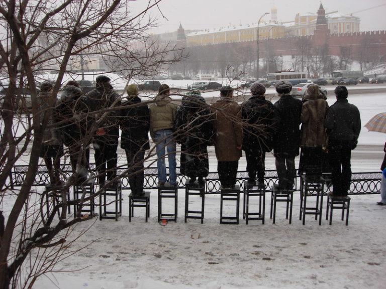 Перформанс Елены Ковылиной «Равенство». 2008