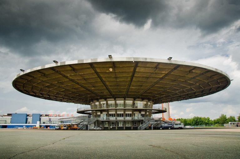 Посадочный павильон международного аэропорта «Шереметьево» в Москве. 1964