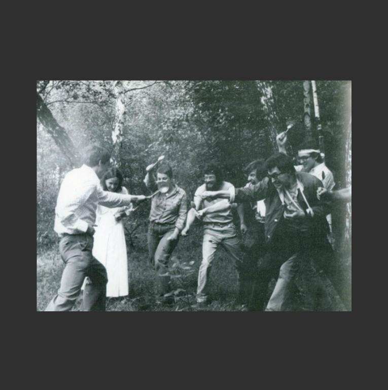 Проект «Защита и курсы самообороны от вещей» группы «СЗ». Занятие проводит Виктор Скерсис (род. 1956). 1981–1982