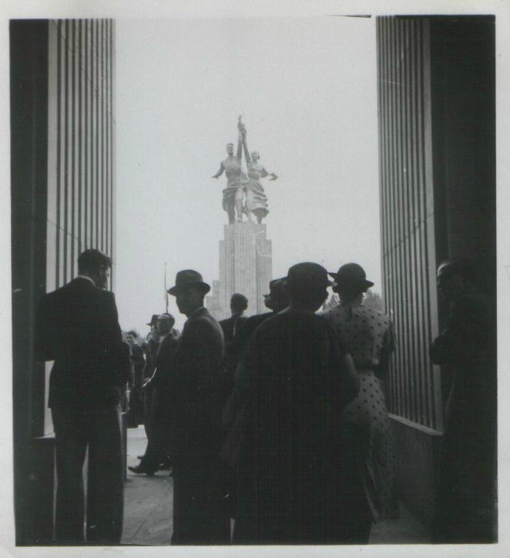«Рабочий и колхозница» на Всемирной выставке в Париже. 1937