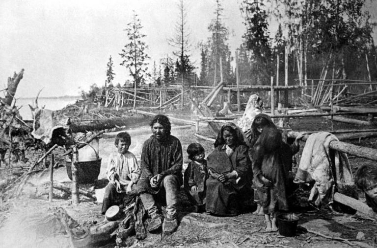 Семья вогула (манси). Ок. 1910