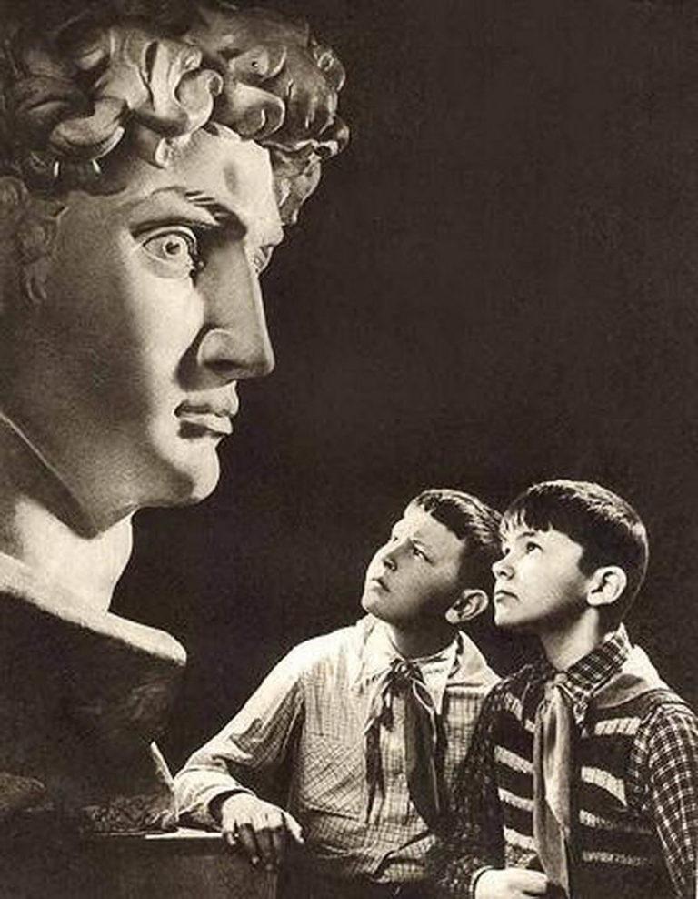 Советские пионеры в музее. 1960–1970-е