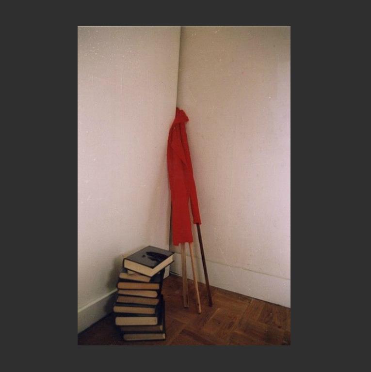 Свёрнутые флаги и непрочитанные книги. 2002
