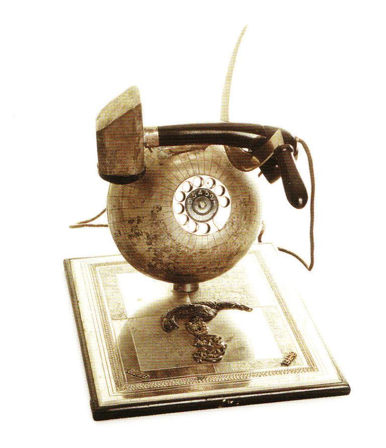 Телефон с серпом, молотом и земным шаром. Подарок И. В. Сталину от рабочих