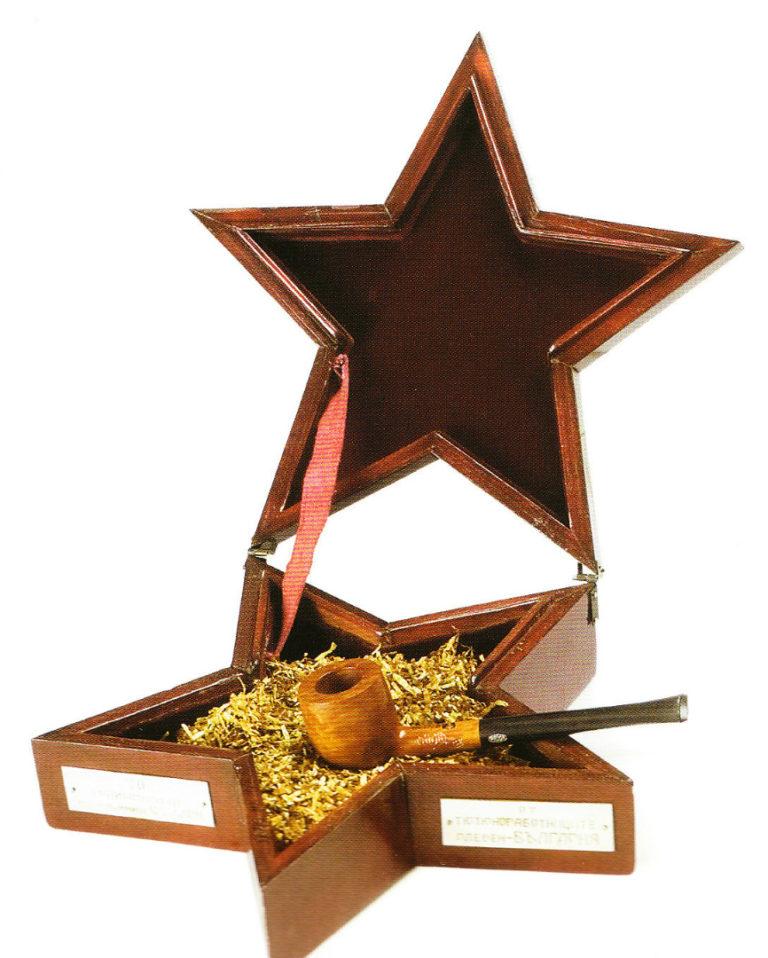 Трубка и коробка для табака. Подарок И. В. Сталину от рабочих