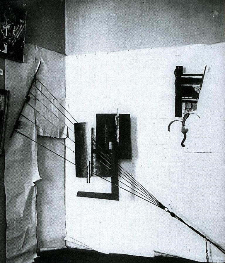 Угловой контррельеф в интерьере. 1915