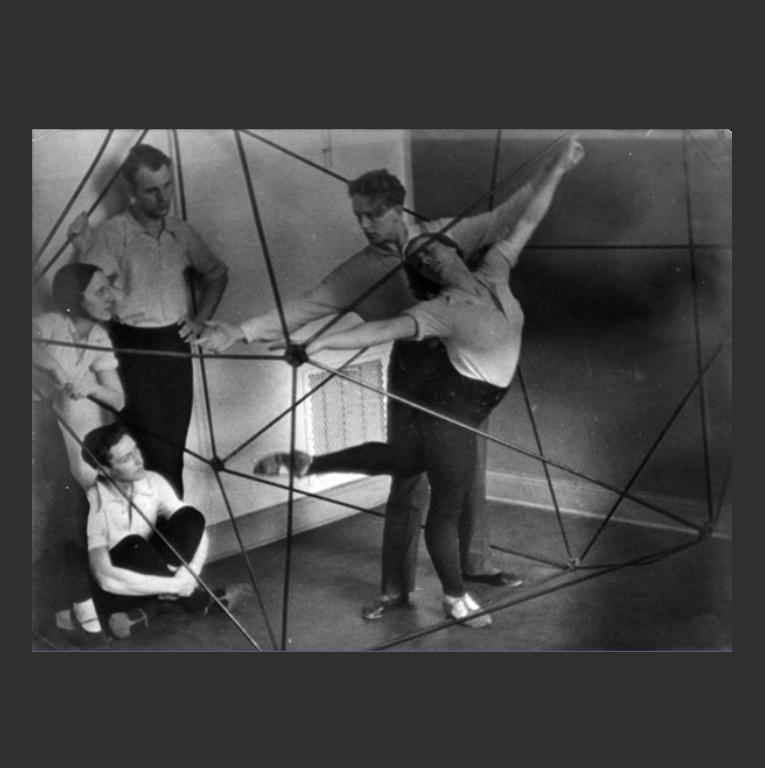 Занятие в школе танца Рудольфа Лабана. Берлин, 1920-е