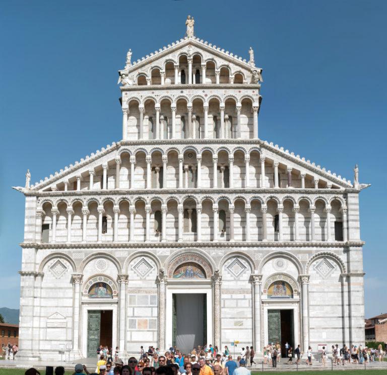 Западный фасад Пизанского собора. XII–XIII в.