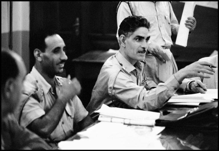 Абд-эль-Керим Касем (справа) и Абд-эль-Салям Ареф (слева), лидеры военного переворота в Ираке в 1958 г.