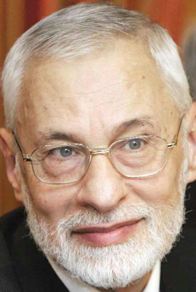Али Садреддин аль-Баянуни (род. 1938), один из лидеров сирийских «Братьев-мусульман», находится в изгнании в Лондоне