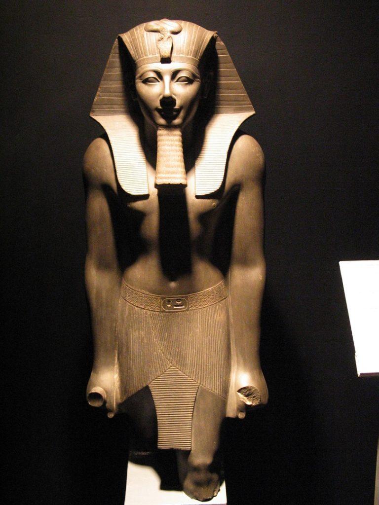 Базальтовая статуя Тутмоса III